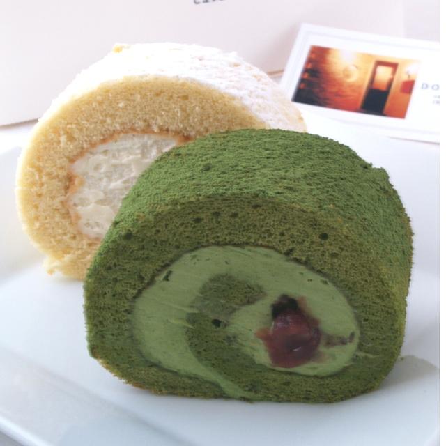 抹茶と大納言小豆のロールケーキ カット